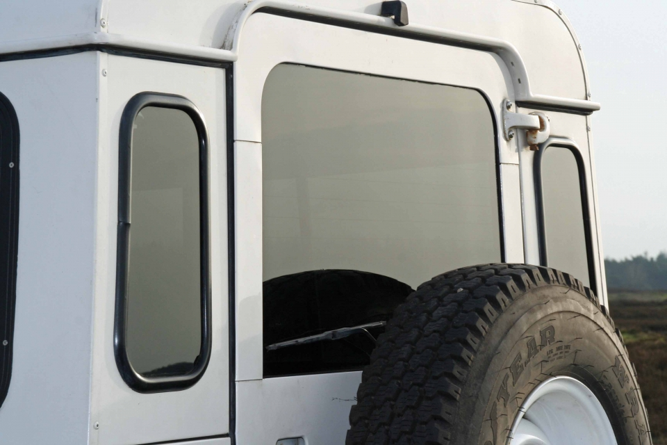 Land Rover Defender Aftermarket Glas